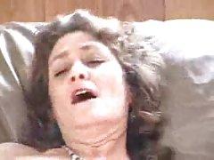Alessia示出了她的鸡巴技能吸吮