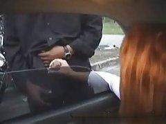 大鸡巴得到一个惊人的打手枪从一个赤裸上身的朋友