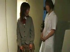 性感的女孩在服装husky和无缝的白色丝袜